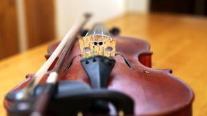 Ville Ojasen pääsoitin on viulu.