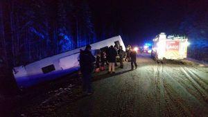 Liikenneonnettomuus bussi ojassa Rovaniemen Nampa.