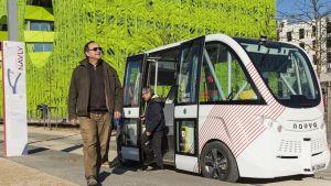 Liikenneturvallisuuden ja lainsäädännöllisten esteiden vuoksi robottibussit eivät aja Ranskassa muun liikenteen seassa vaan omilla erityisillä väylillään.