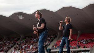 Pantse ja Martti Syrjä Ratinan stadionilla Eppu Normaalin 40-vuotisjuhlakonsertissa elokuussa 2016.