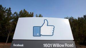 Peukalotaulu Facebookin päämajan lähistöllä Kaliforniassa.