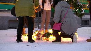 Imatralaiset ovat tuoneet kynttilöitä surmapaikalle.