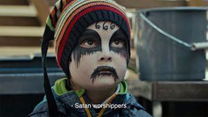 Tältä näyttää Saatanan kanit -leffan saatananpalvojalapsi.