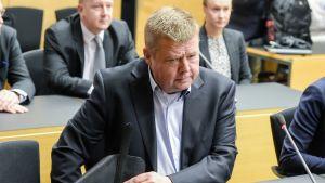 Pekka Perä käräjäoikeudessa.