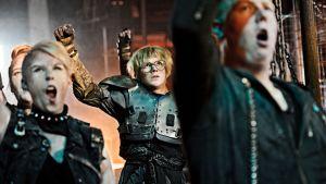 Myös Ronin hahmolla on rooli Veden Vangit -musikaalissa.