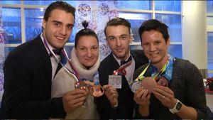 Krenar Aliu ja Elina Gustafsson, Arslan Khataev ja Mira Potkonen esittelevät vuoden 2016 mitalejaan.