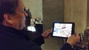 Animaatiohahmot näkyvät tabletin avulla.