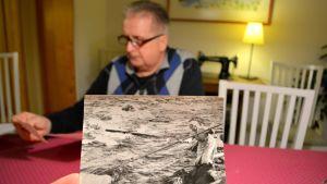 Kalle Kauppi ja mummonsa Ida Juuso kuvassa lipolla.