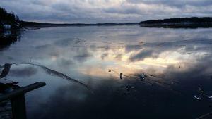 Jään päällä oli tapaninpäivänä ohut jääkerros.