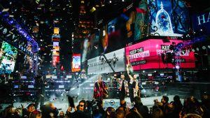 Juhlintaa New Yorkin Times Squarella.