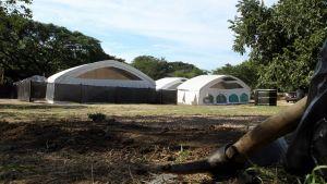 Kapinallisten aseiden luovutukseen tarkoitettuja telttoja Pondoresissa Kolumbiassa