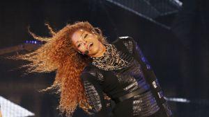 Yhdysvaltalaismuusikko Janet Jackson esiintymässä Dubaissa maaliskuussa 2016.