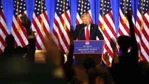 Donald Trump tiedotustilaisuudessaan New yorkissa 11. tammikuussa.