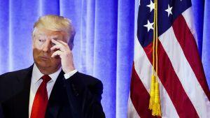 Donald Trump tiedotustilaisuudessaan New Yorkissa.