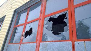 Rikkoutuneita ikkuneita