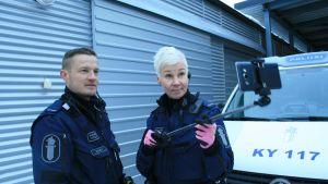 Kouvolalaiset poliisit Mikko Kvist ja Tiina Ahtiainen alkavat tehdä vlogeja Youtubeen.