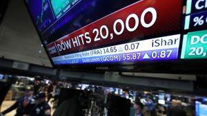 New Yorkin pörssi 25. tammikuuta 2017. Dow Jones -teollisuusindeksi kohosi ennätyslukemiin yli 20 000 pisteen rajan.