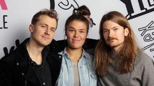 Ida Karimaa sekä Pimeys-yhtyeen Joel Mäkinen ja Pekka Nisu