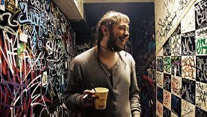 Post Malone eli Austin Post rikkoo genrerajoja musiikillaan.