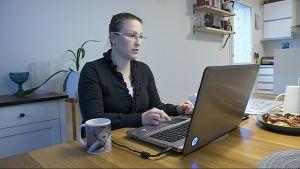 Jessica  Sivunen on asettunut kuntavaaliehdokkaaksi uudessa kotikaupungissaan Oulussa.