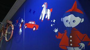 Sininen seinä, jossa on nukkumatti