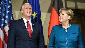 Yhdysvaltain varapresidentti Mike Pence ja Saksan liittokansleri Angela Merkel Münchenin turvallisuuskonferenssissa lauantaina 18. helmikuuta 2017.