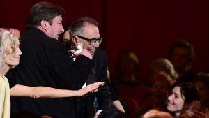 Ohjaaja Aki Kaurismäki vastaanotti Hopeisen karhun Berliinin elokuvajuhlilla 18. helmikuuta.