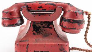 Adolf Hitlerille kuulunut punainen puhelin.
