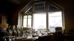 Ravintola Chef & Sommelierin pöytä.