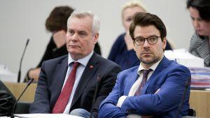 SDP:n puheenjohtaja Antti Rinne ja vihreiden puheenjohtaja Ville Niinistö eduskunnassa 22. helmikuuta.