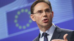 Jyrki Katainen puhui komission viikottaisen tapaamisen jälkeen lehdistölle Brysselissä 19. lokakuuta 2016.