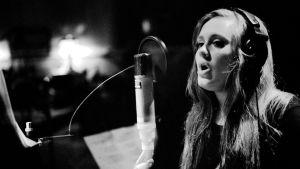 Adele on yksi artisteista, jonka tuotantoa tarkastellaan Soundbreaking-sarjassa.