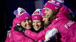 Suomen naisten pronssijoukkue kuvassa