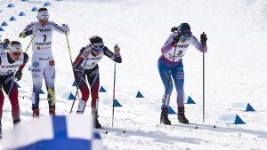 Krista Pärmäkoski (oik.) tavoittelee maailmancupin kokonaiskilpailussa sijoitusta kolmen parhaan joukkoon.