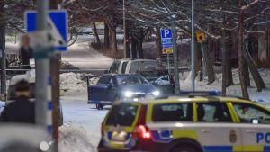 Poliisi on etsinyt kaksoismurhasta epäiltyjä Tukholmassa.