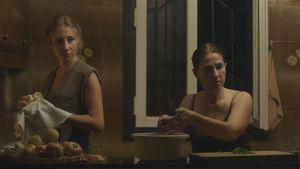On the Ropes -elokuvassa etenkin naiset keksivät tavan selvitä keskenään.