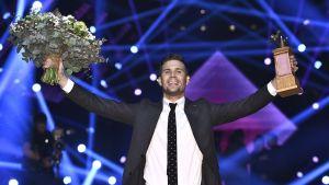 Robin Bengtsson juhlii voittaan finaalin ratkettua Friends Arenassa Tukholmassa.