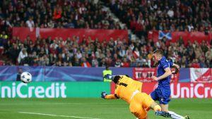 Leicesterin Jamie Vardy iski 1-2-kavennusmaalin Sevillan verkkoon Mestarien liigassa 22.2.2017.