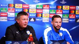 Leicesterin päävalmentaja Craig Shakespeare ja keskikenttäpelaaja Daniel Drinkwater.