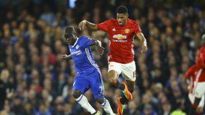 Chelsean N'Golo Kante ja Unitedin Marcus Rashford vastakkain