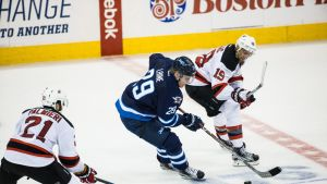 Patrik Laineen Winnipeg pelaa New Jerseytä vastaan.