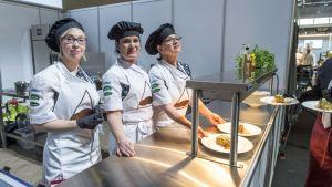 Asikkalan koulujen ruokapalvelut osallistuivat kouluruokakisaan Aurinkovuoren makaronilaatikolla, jossa jauheliha on korvattu soijarouheella.