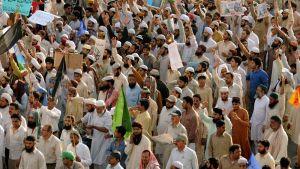 Islamistit osoittavat mieltä Facebookia vastaan Lahoressa, Pakistanissa 2010.