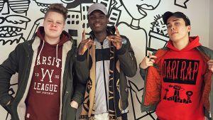 Mikki, SF ja Rohi Liam tekivät yhdessä Anna tilaa -nimisen kappaleen, jonka aihe on rasismi.