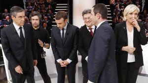 Ranskan presidenttiehdokkaat valmistatutuvat vaaliväittelyyn tv-studiossa.