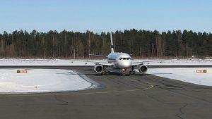 Lentokone Lappeenrannan lentokentällä