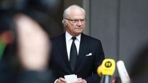Ruotsin kuningas Kaarle XVI Kustaa piti puheen 8. huhtikuuta.