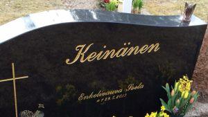Enkelivauva Seelan hauta on Törnävän hautausmaalla.