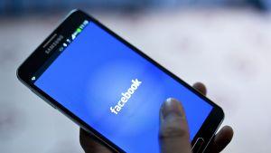 Facebook-sovellus älypuhelimessa.