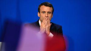 Emmanuel Macron presidentinvaalien ensimmäisen kierroksen jälkeen Pariisissa sunnuntaina.
